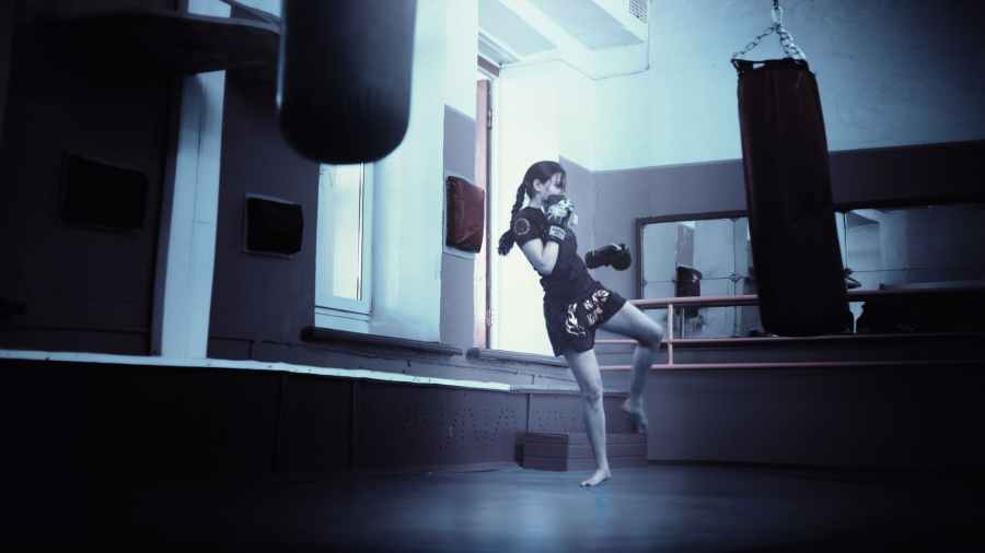 kickboxer-girl-kickboxing-athletic-girl-160920.jpeg